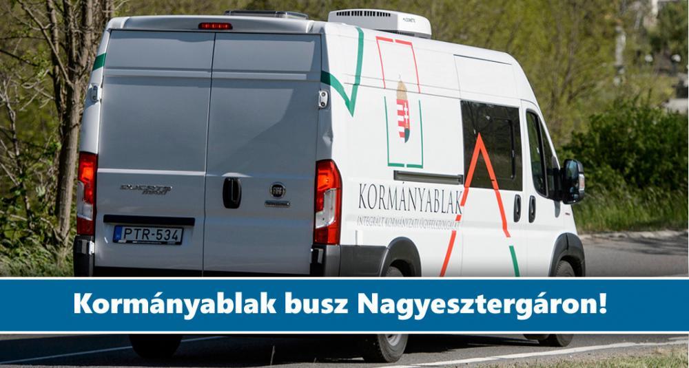 Kormányablak busz Nagyesztergáron 2021. május 28-án